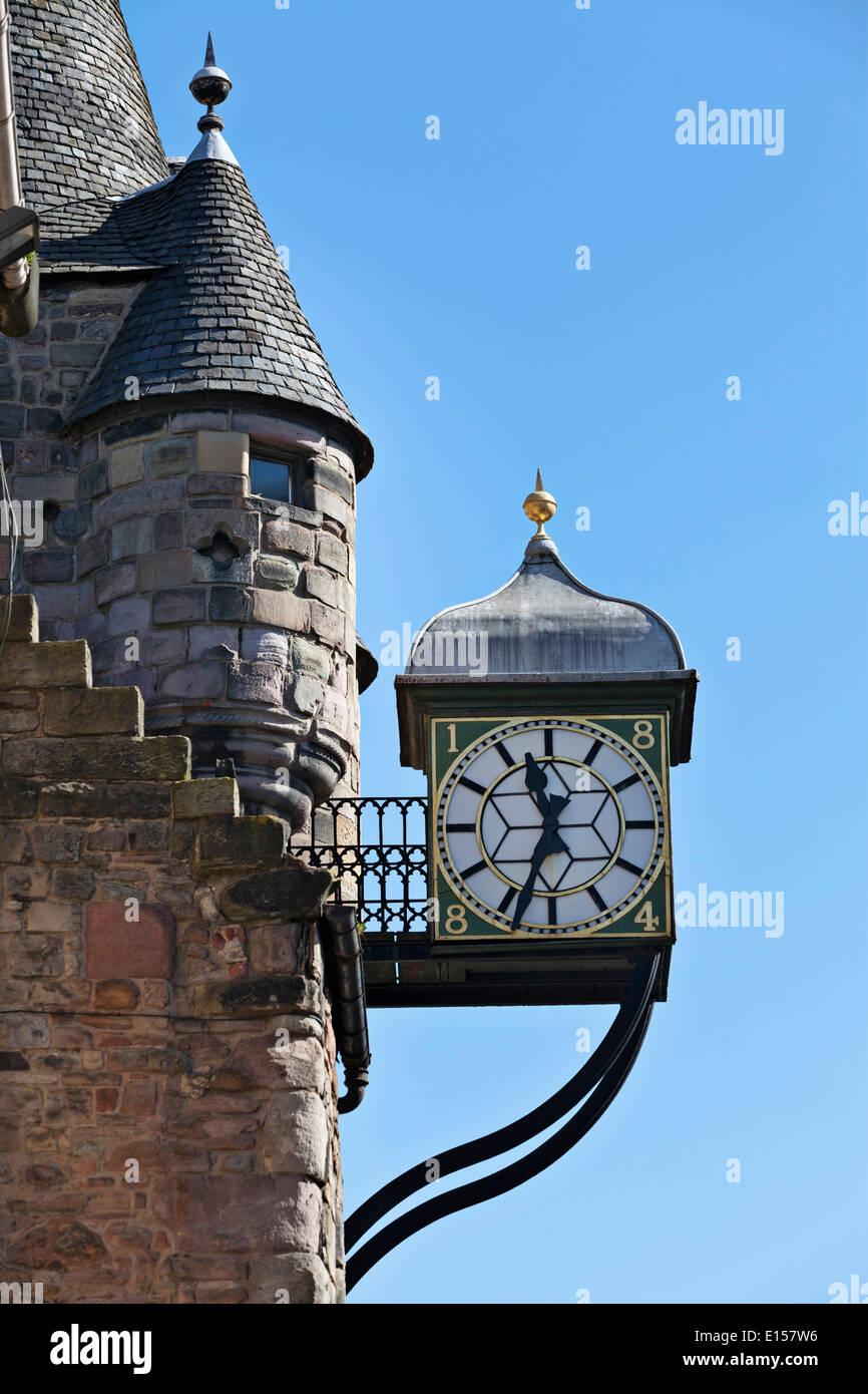 Die Tolbooth Uhr auf der Royal Mile in Edinburgh Stockbild