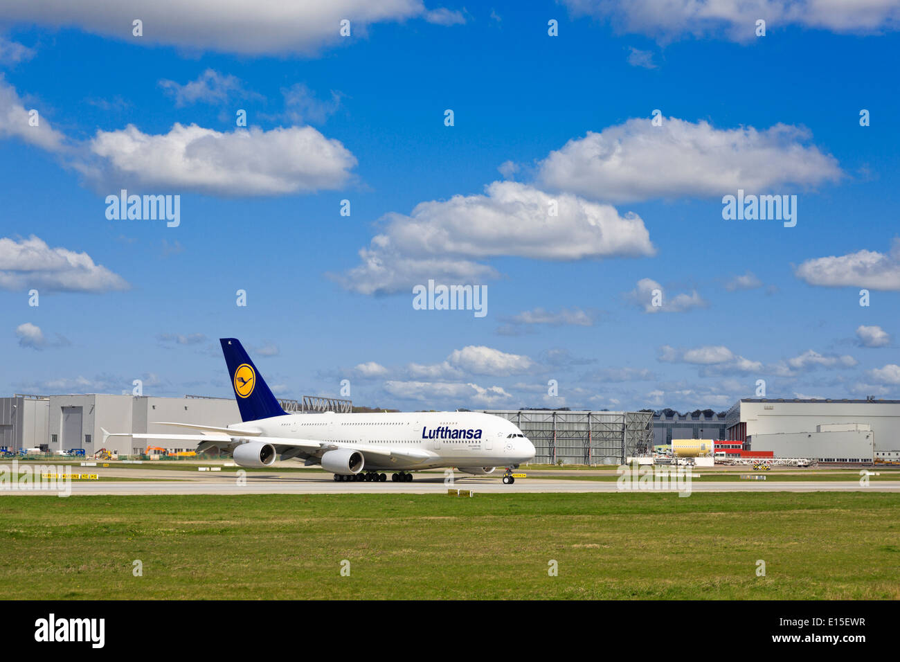 airbus a380 hamburg finkenwerder stockfotos airbus a380 hamburg finkenwerder bilder alamy. Black Bedroom Furniture Sets. Home Design Ideas