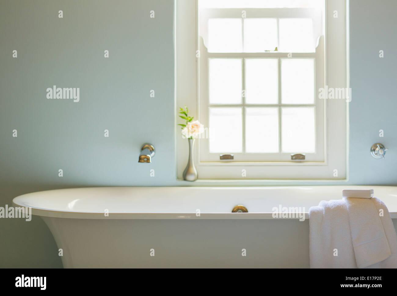 soaking tub stockfotos soaking tub bilder alamy. Black Bedroom Furniture Sets. Home Design Ideas