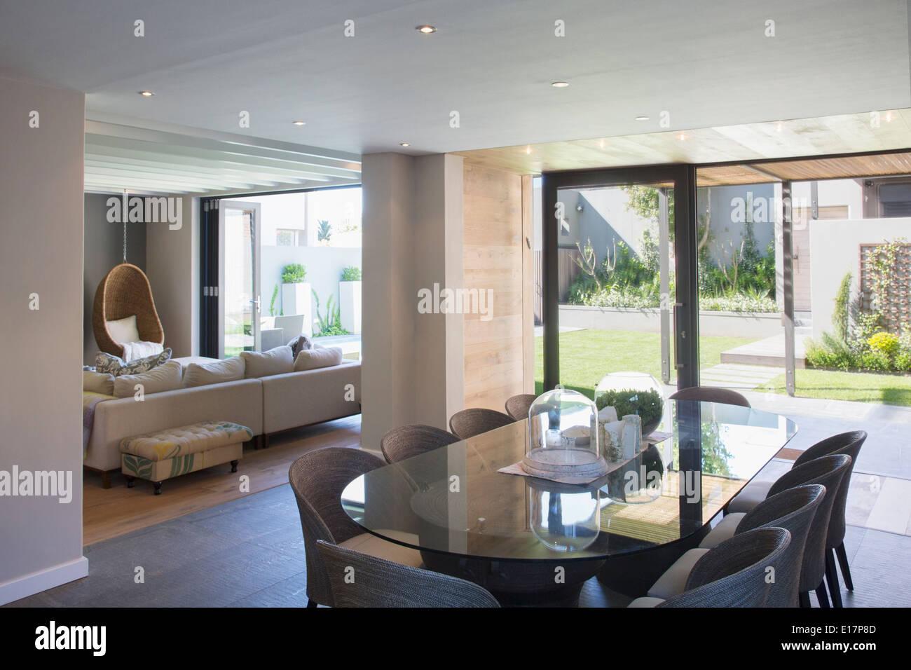 luxus esszimmer, luxus esszimmer offen, sonnige terrasse stockfoto, bild: 69627277, Design ideen