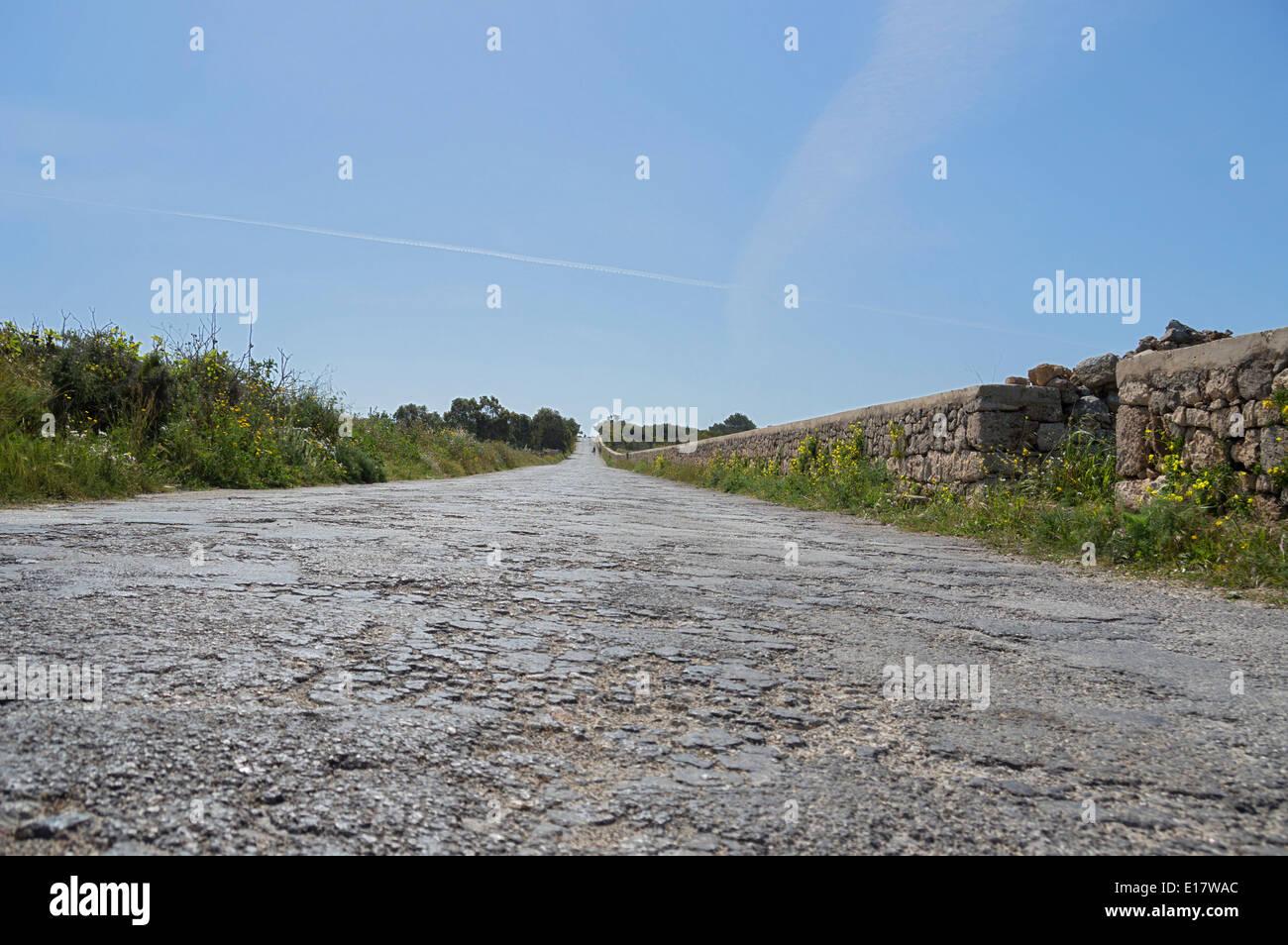 Rau, uneben, holprig, Arm, Straßen in Malta, Europa. Stockbild