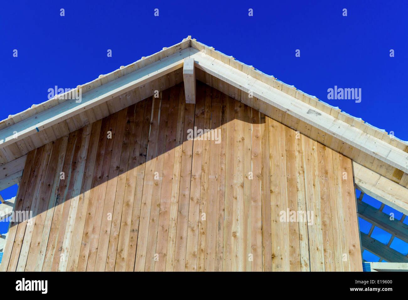 Dachkonstruktion aus Holz, Symbolfoto F¸r Eigenheim, Hausbau, Hausfinanzierung und Stockbild