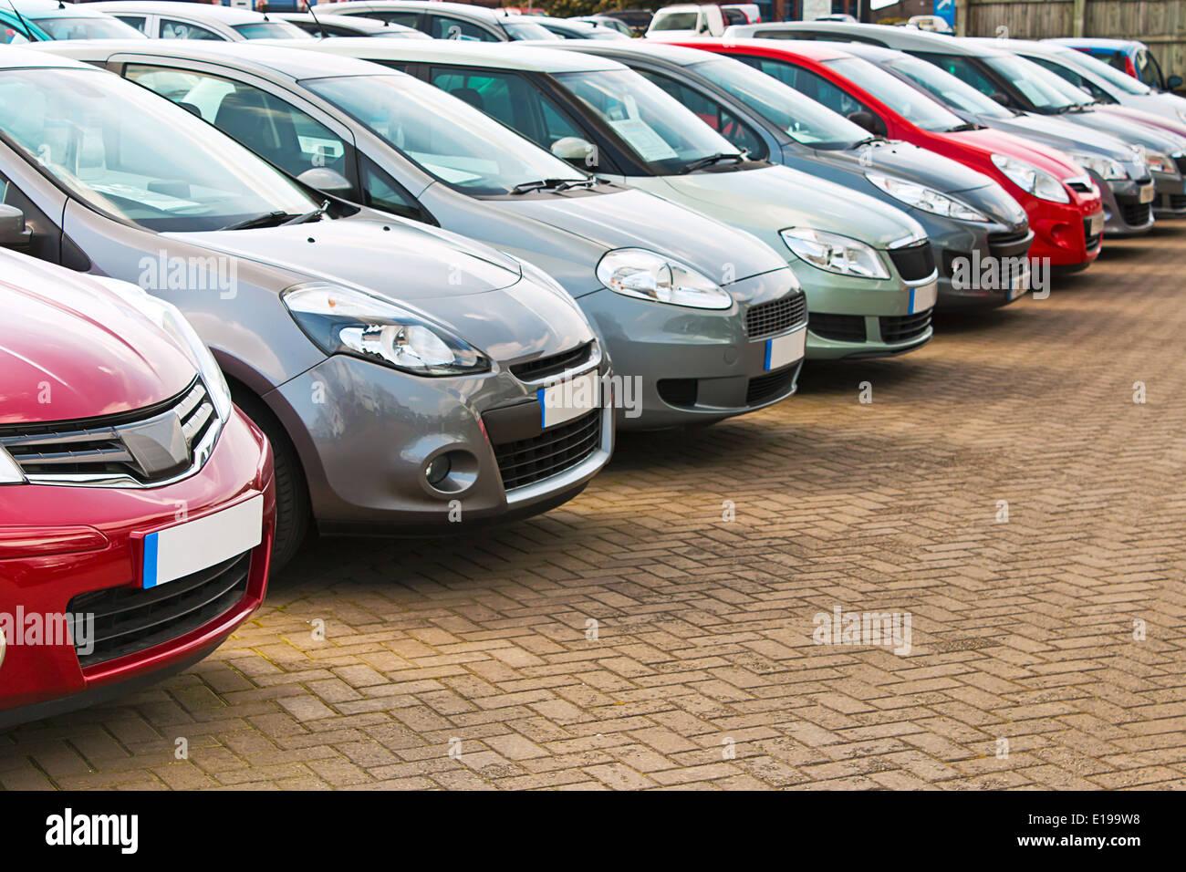 Gebrauchte Autos Zum Verkauf Stockfotos Gebrauchte Autos Zum
