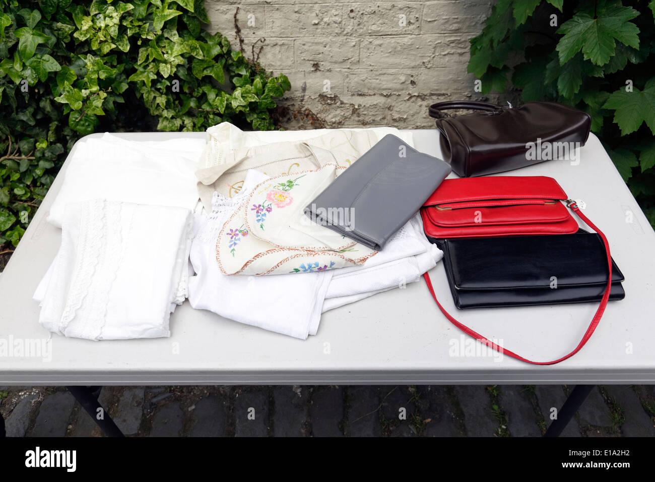 1bda9297de862 Second Hand-Taschen und Kleidung zu verkaufen