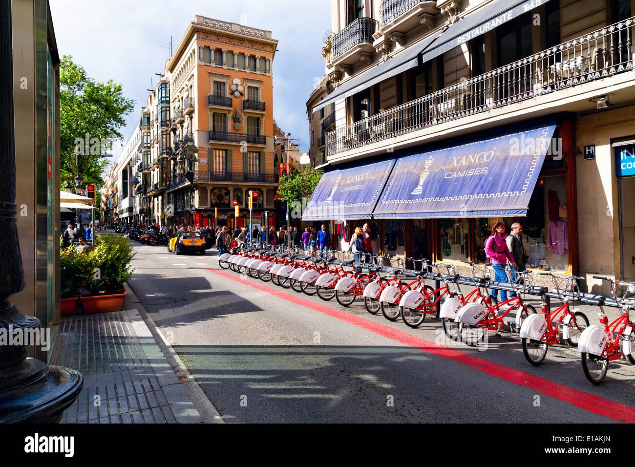 Fahrräder zu vermieten auf der La Rambla, Barcelona, Katalonien, Spanien Stockbild