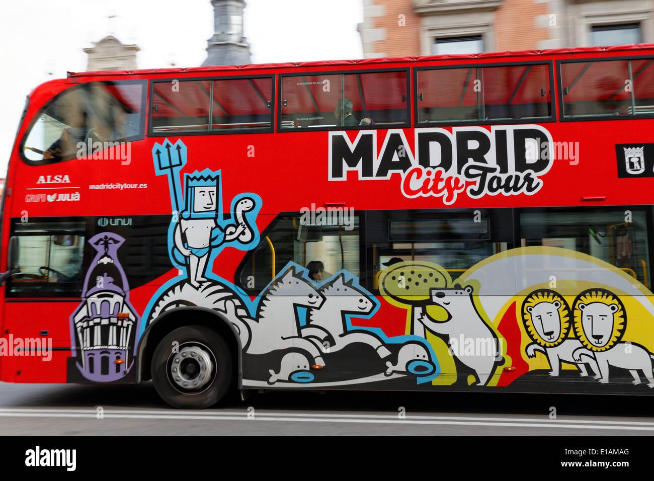 Nahaufnahme von einem Sightseeing-Bus in Bewegung, Madrid, Spanien Stockbild