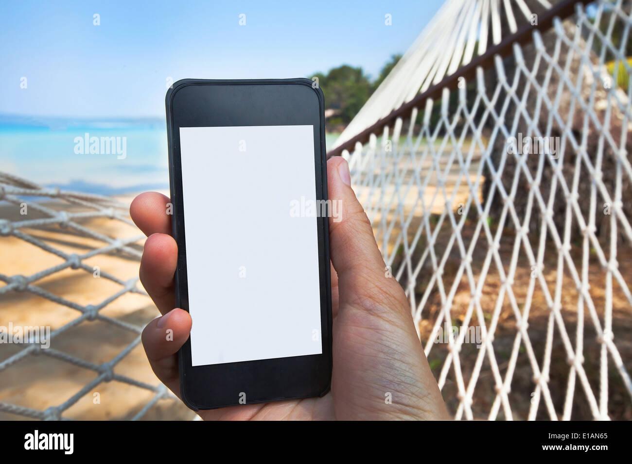Hallo, ich bin Silko. Inzwischen habe ich sowohl mit Banken wie der Sparkasse und der Postbank als auch mit Online-Anbietern wie Azimo oder TransferWise Geld ins Ausland überwiesen und meine Erfahrungen auf dieser Seite dokumentiert.