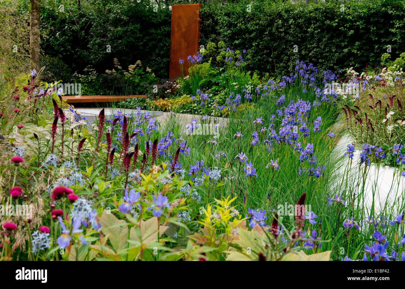 Die RBC Wasserlandschaft Garten entworfen ein Goldmedaillen-Gewinner von Hugo Bugg bei der Chelsea Flower Show 2014, London, UK Stockbild