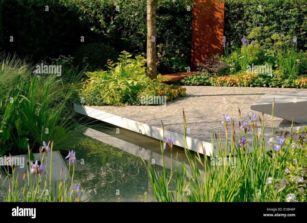 Die RBC Wasserlandschaft Garten ein Show-Garten Goldmedaillen-Gewinner auf der Chelsea Flower Show 2014, entworfen von Hugo Bugg Stockbild