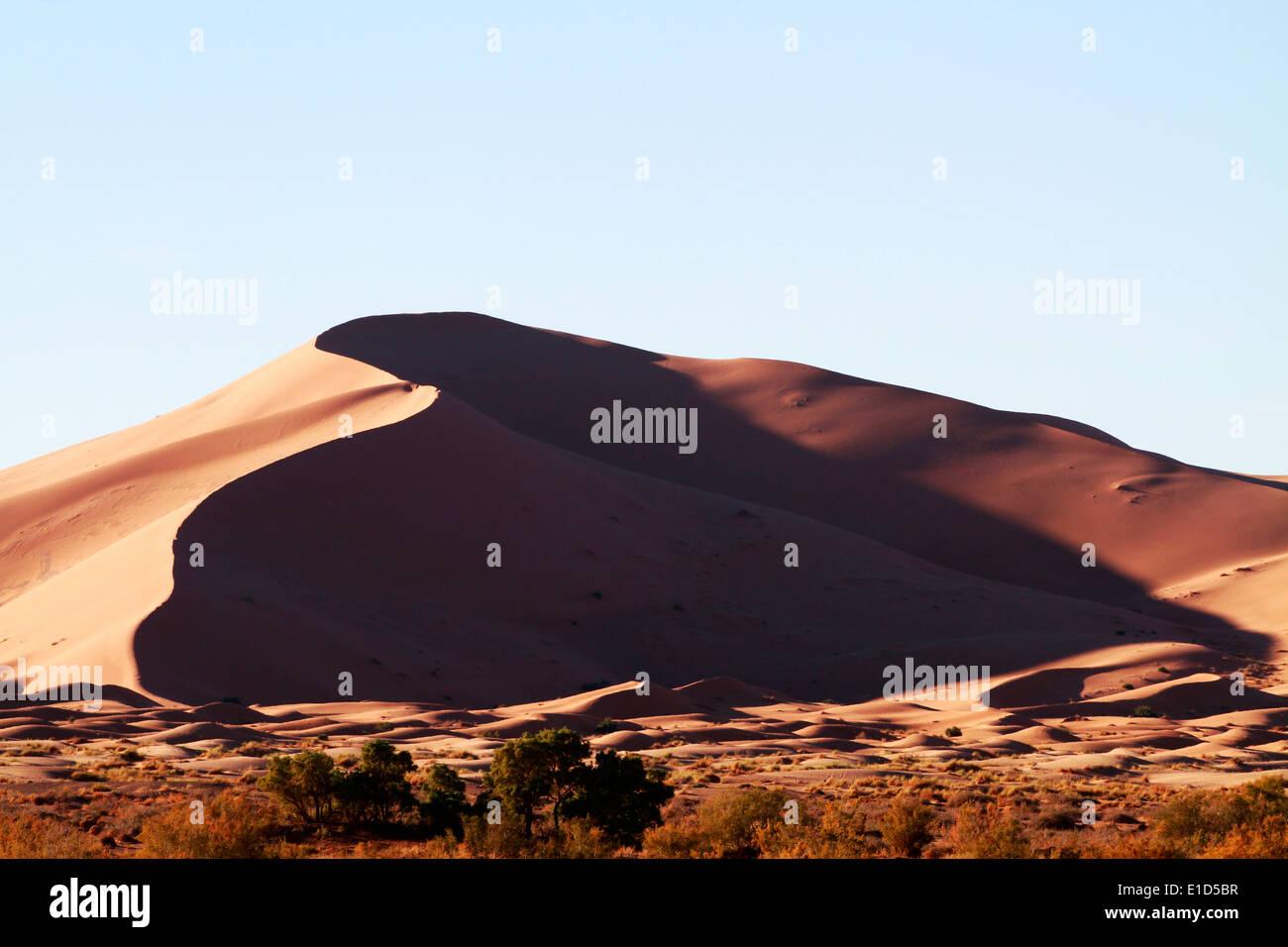 Erg Chebbi Sanddünen in der Sahara Wüste in der Nähe von Merzouga, Marokko Stockbild