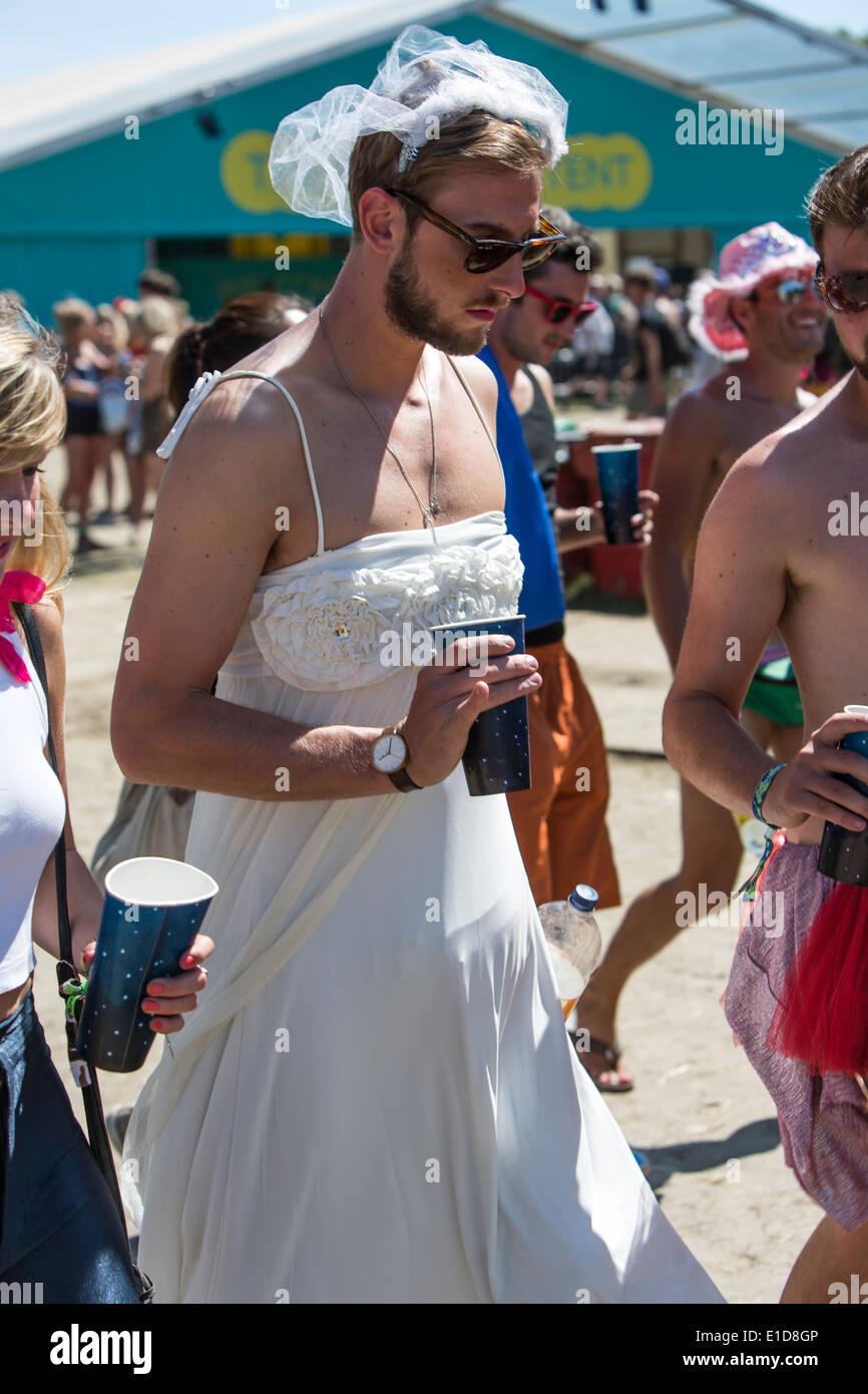Trägt kleider mann damen Schon Frau