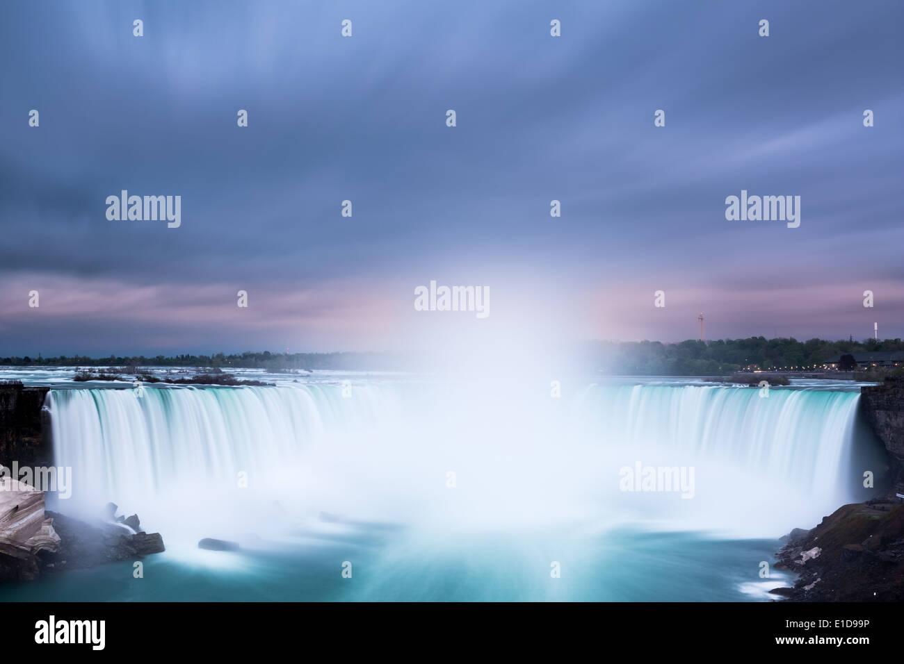 Horseshoe Falls in Niagara Falls betrachtet von der kanadischen Seite. Stockbild