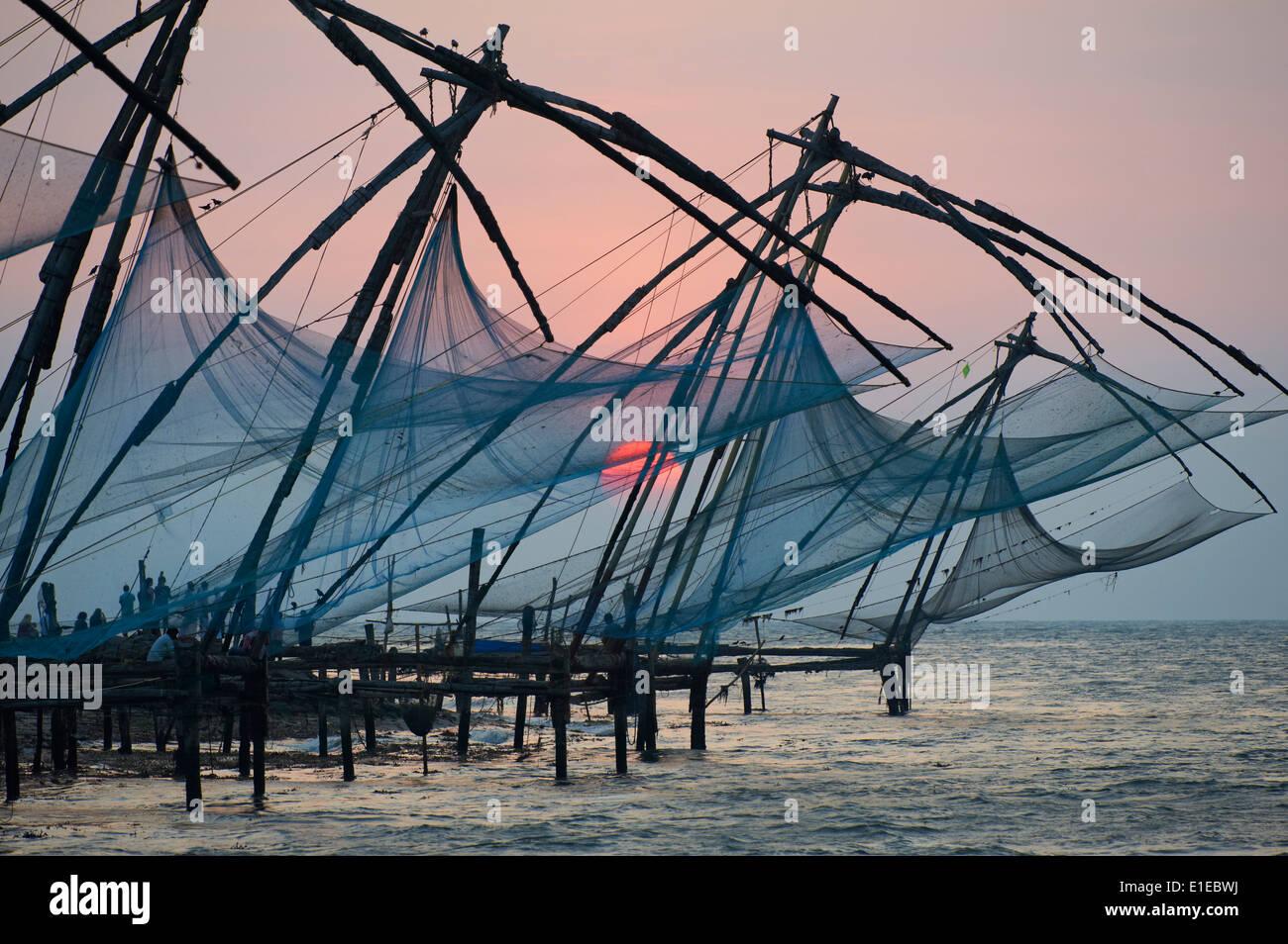 Indien, Bundesstaat Kerala Fort Cochin oder Kochi, Chinesische Fischernetze Stockbild