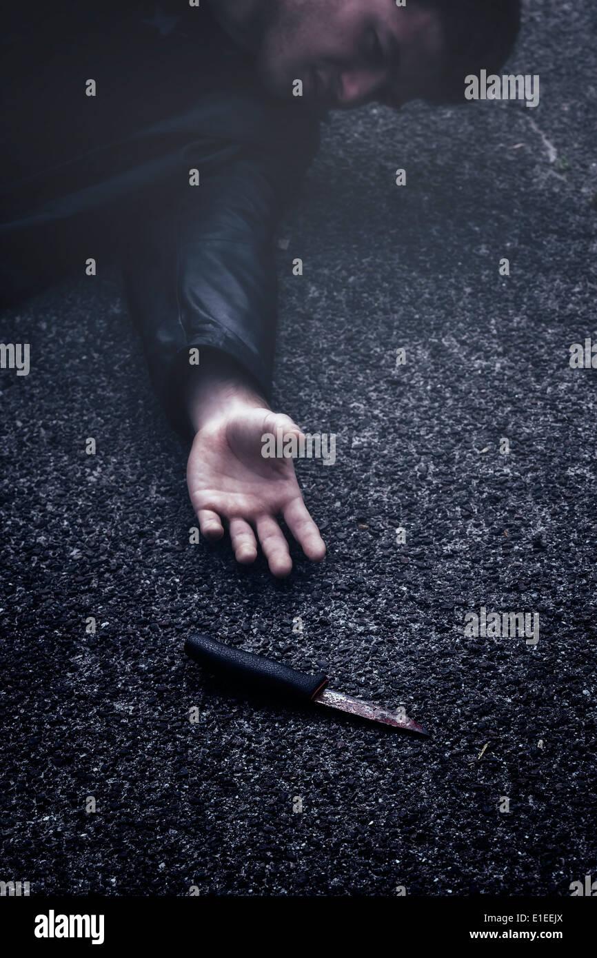 ein Mann Griff nach dem Messer Stockbild
