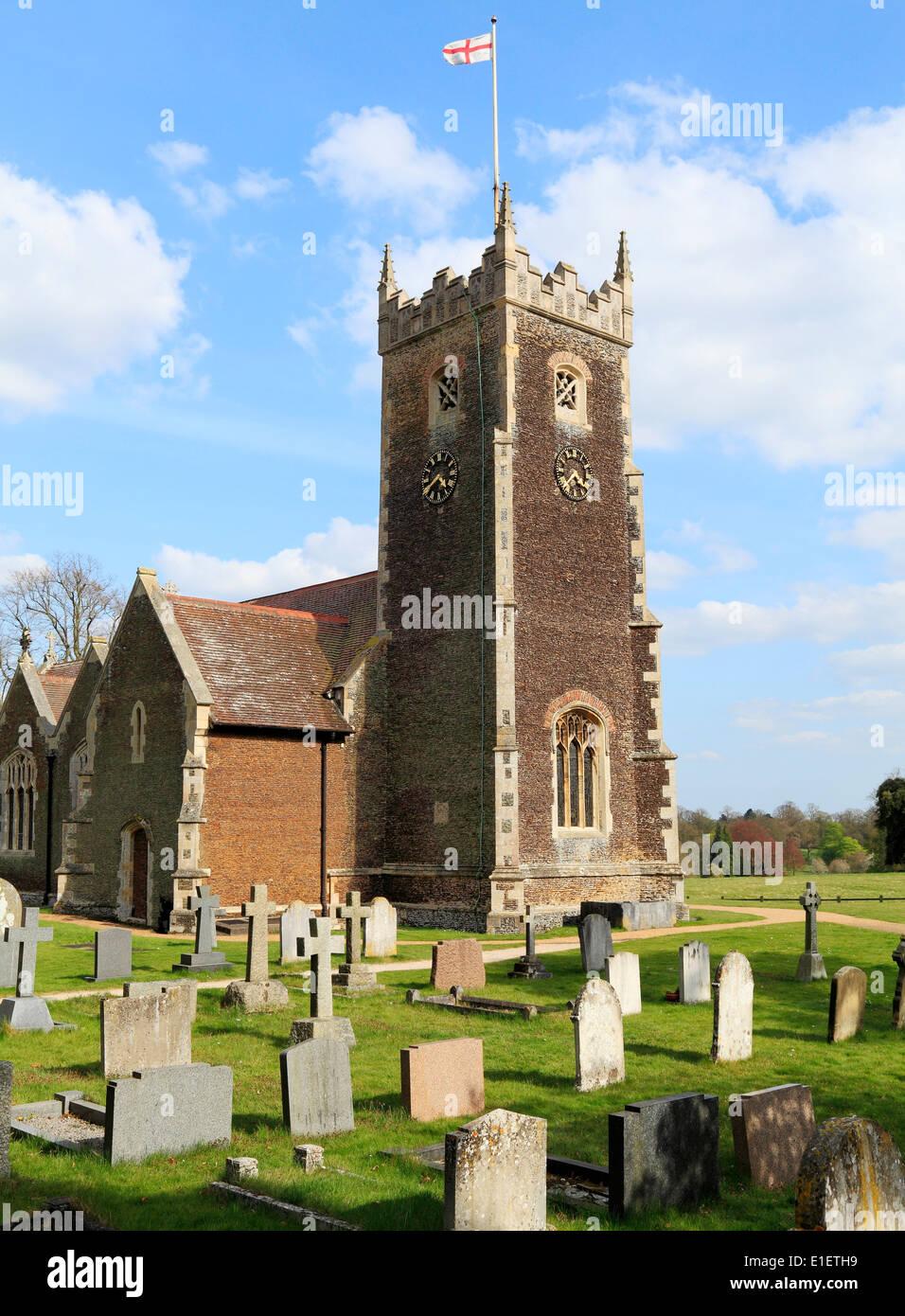 Sandringham Pfarrkirche, St. George's Flagge, Norfolk, England UK Fahnen Flagge von St. Georg, St.-Georgs carstone Stockbild