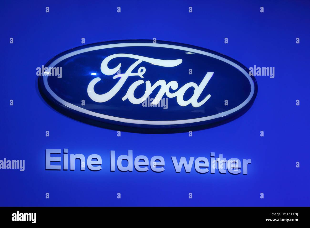 Ford Logo und Motto - Eine Idee Weiter (eine Idee nach vorne) auf der AMI - Auto Mobil International Trade Fair am 1. Juni 2014 in Stockbild