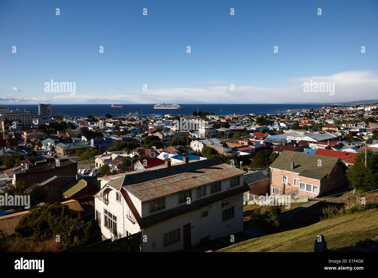 Blick über die Stadt von la Cruz Aussichtspunkt in Punta Arenas, Chile Stockbild
