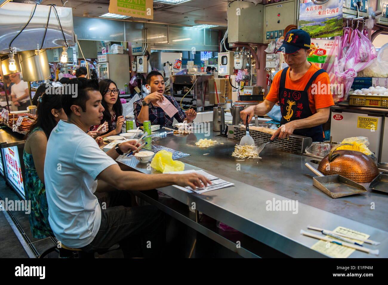 Food-Bar an der Shilin Night Market, Taipei, Taiwan, Asien Stockbild