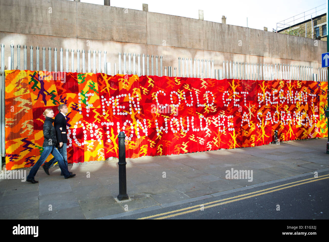 Knitted Street Art Stockfotos & Knitted Street Art Bilder - Alamy
