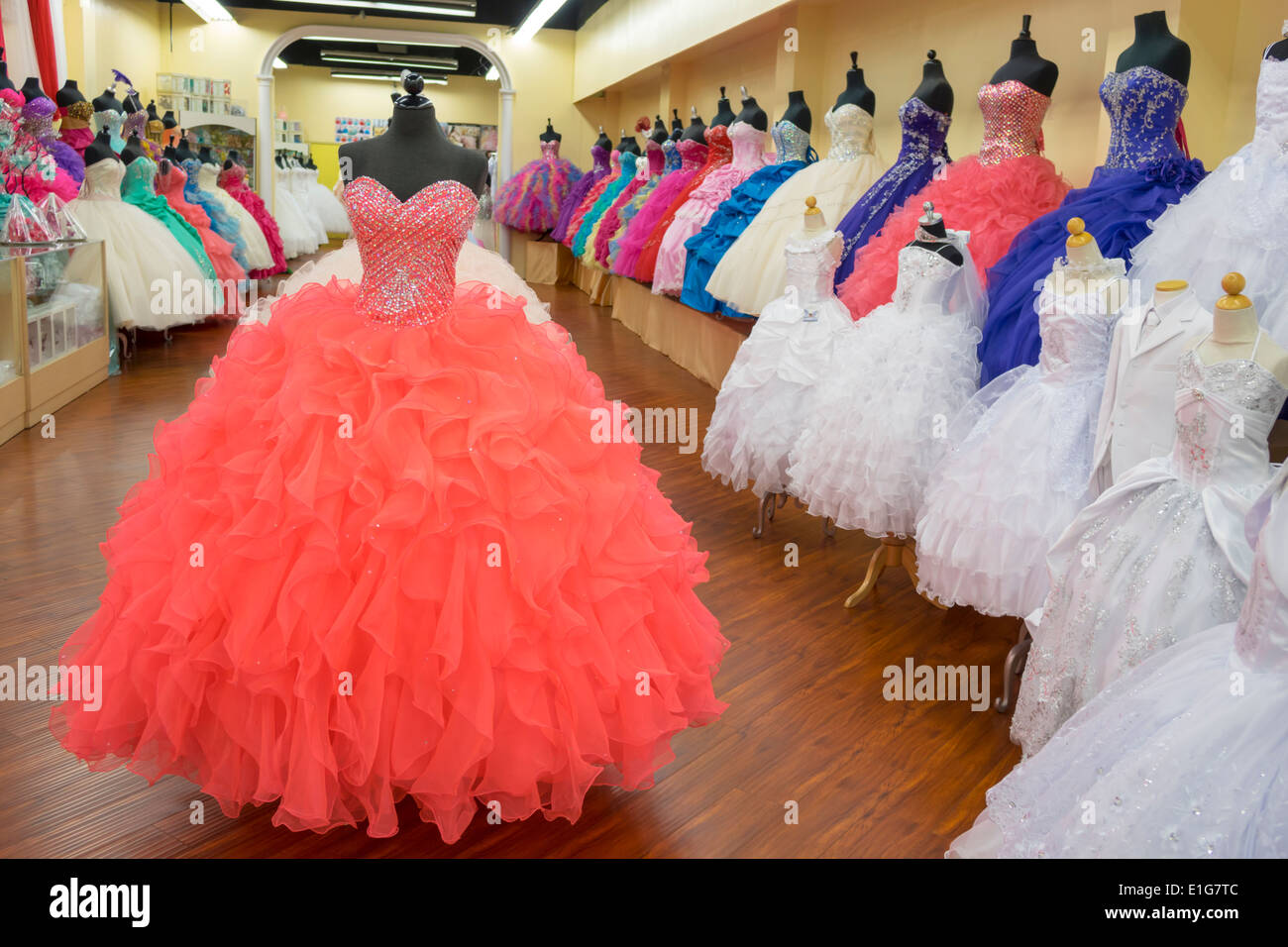 Ball Gown Stockfotos & Ball Gown Bilder - Alamy