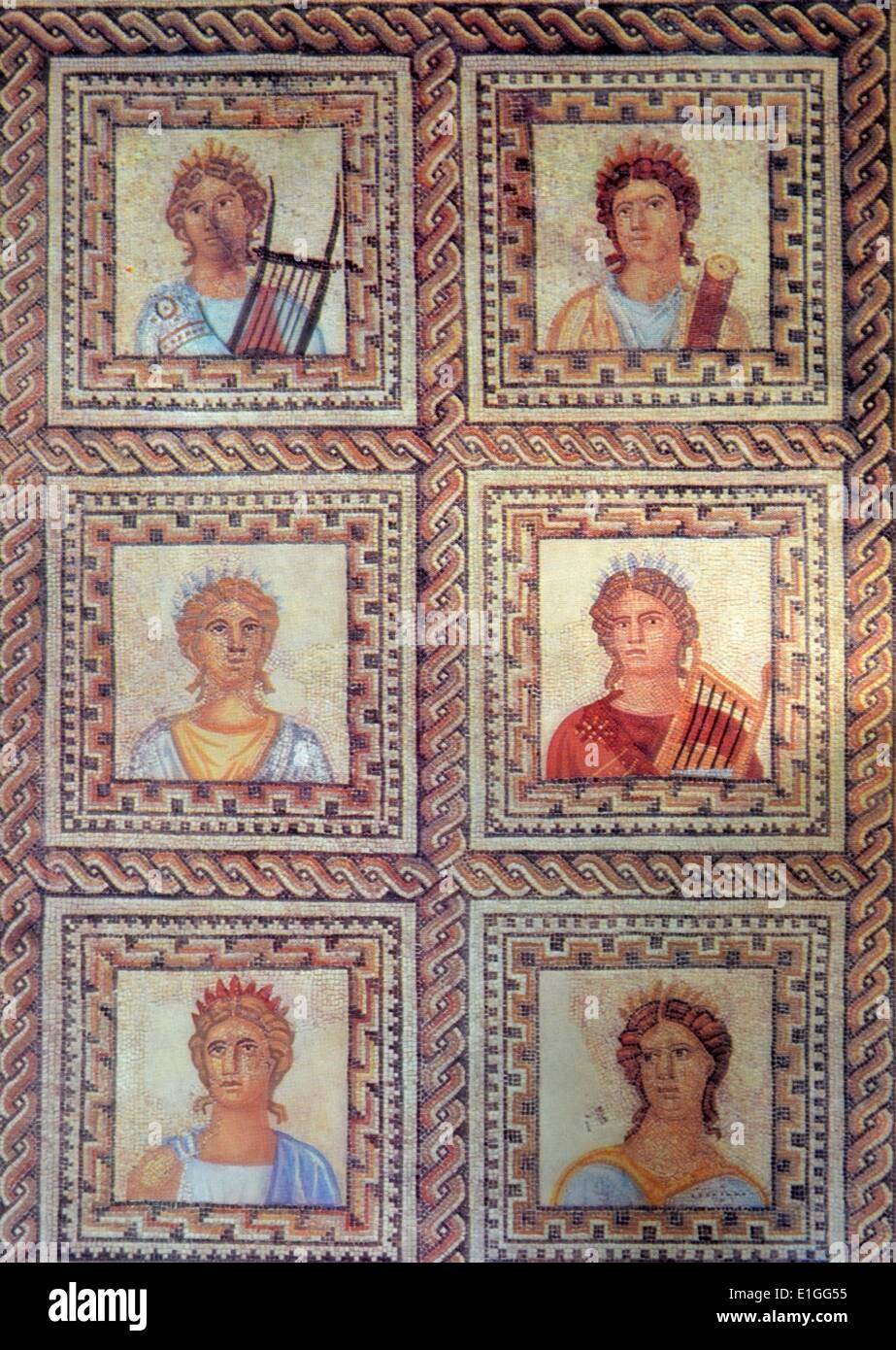 Mosaik von der griechischen Göttin der Kunst, Geschichte, Musik und Poesie. Vom 1. Jahrhundert v. Chr. Stockbild