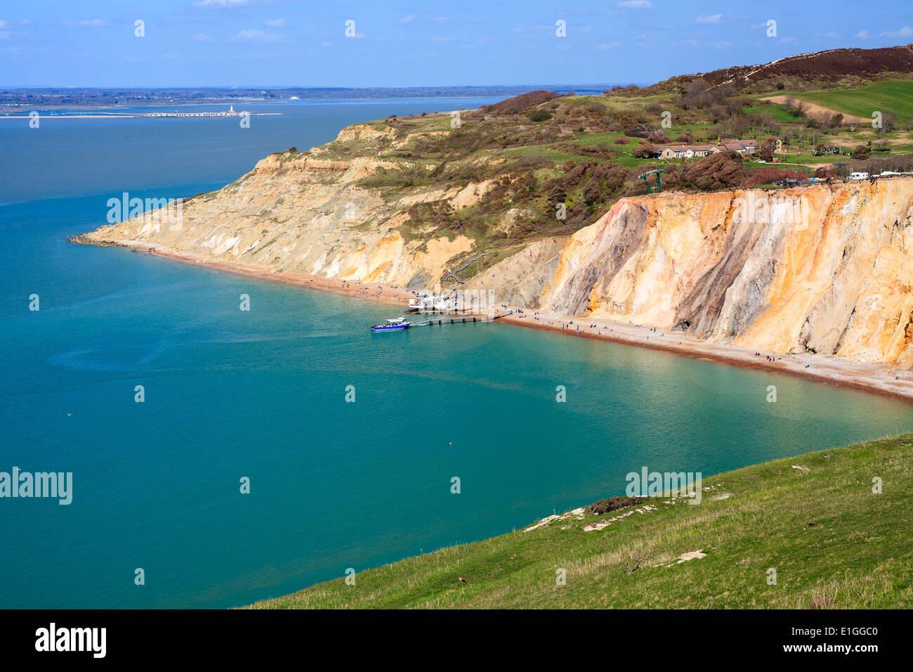 Mit Blick auf den Strand und bunte sandigen Klippen von Alum Bay auf der Isle Of Wight England UK Europe Stockfoto