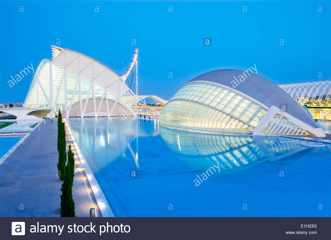 Abenddämmerung in der Stadt der Künste und Wissenschaften, Valencia, Spanien Stockbild