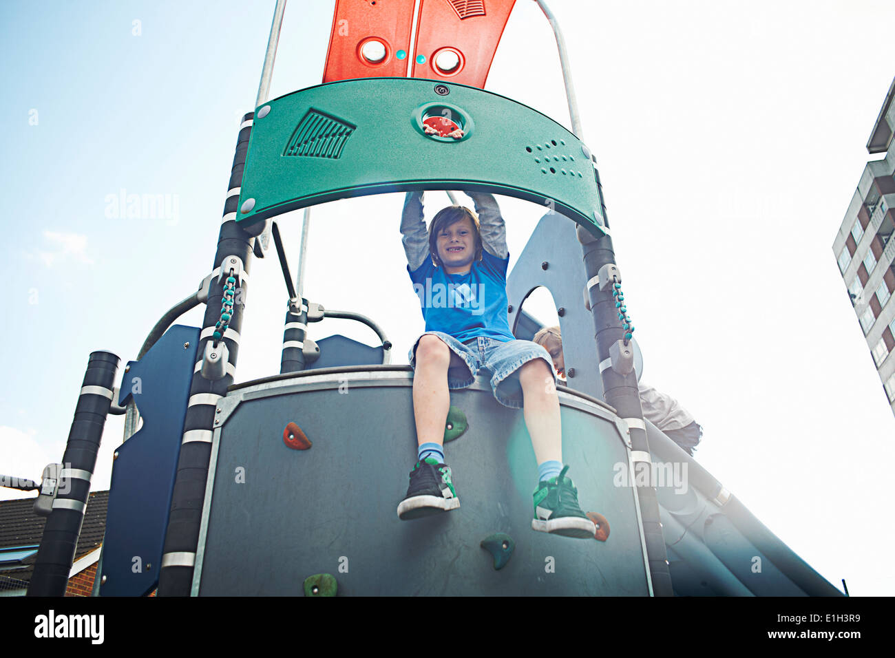 Klettergerüst Aus Baumstämmen : Rosenfeld freiwillige stellen klettergerüst auf