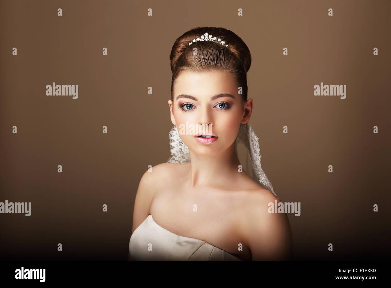 Portrait von junge Brünette mit natürliches Make-up Stockbild