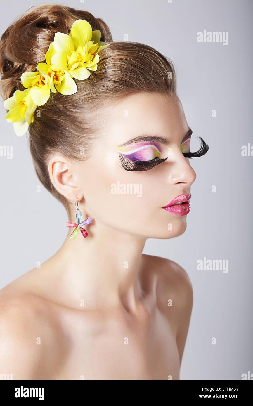 Glam. Profil von modische Frau mit unglaublich fantastische Augen-Make-up Stockbild