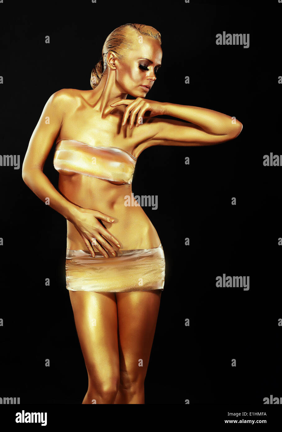Glitzer. Goldene Frau auf schwarzem Hintergrund. Kreative zeitgenössisches Design Stockbild