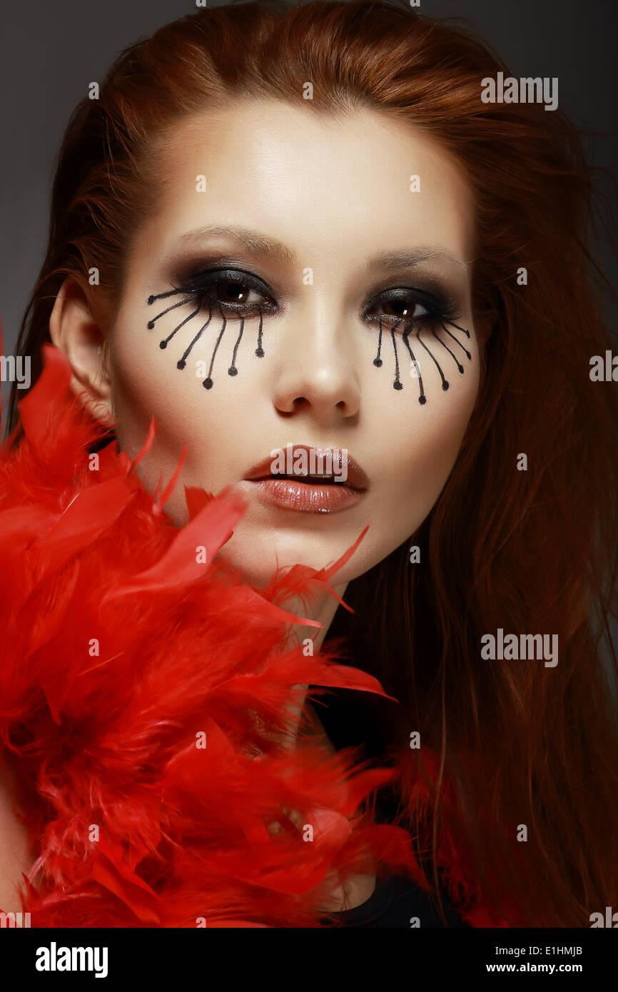 Theater. Bühne. Gestylte Frau Gesicht mit kreativen Augen Make-up Stockbild