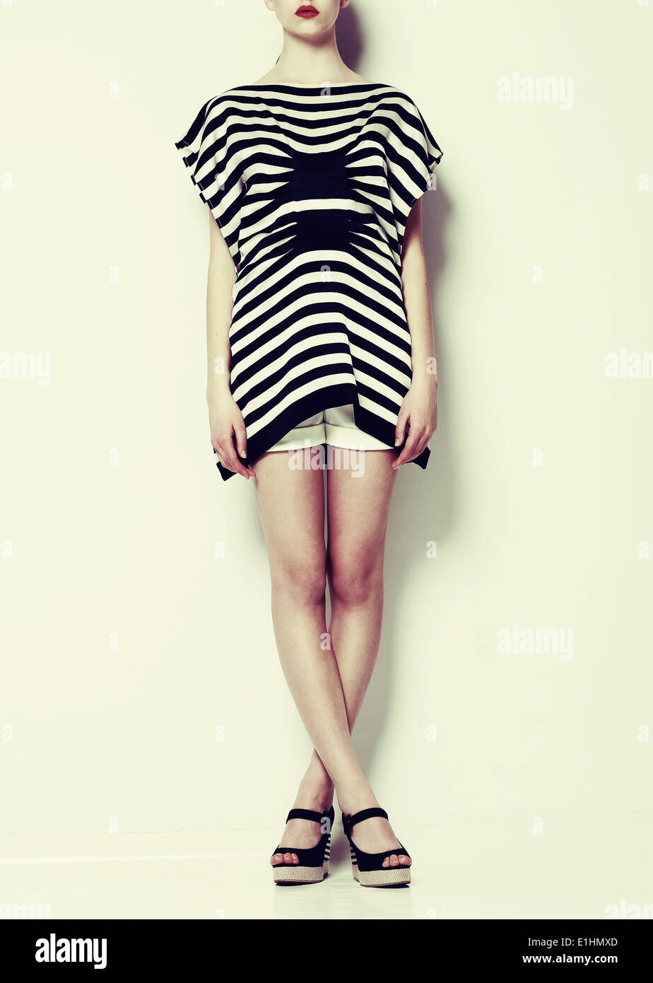 Vogue. Fotomodell in trendige Kleidung gestylt. Kreativkonzept Stockbild