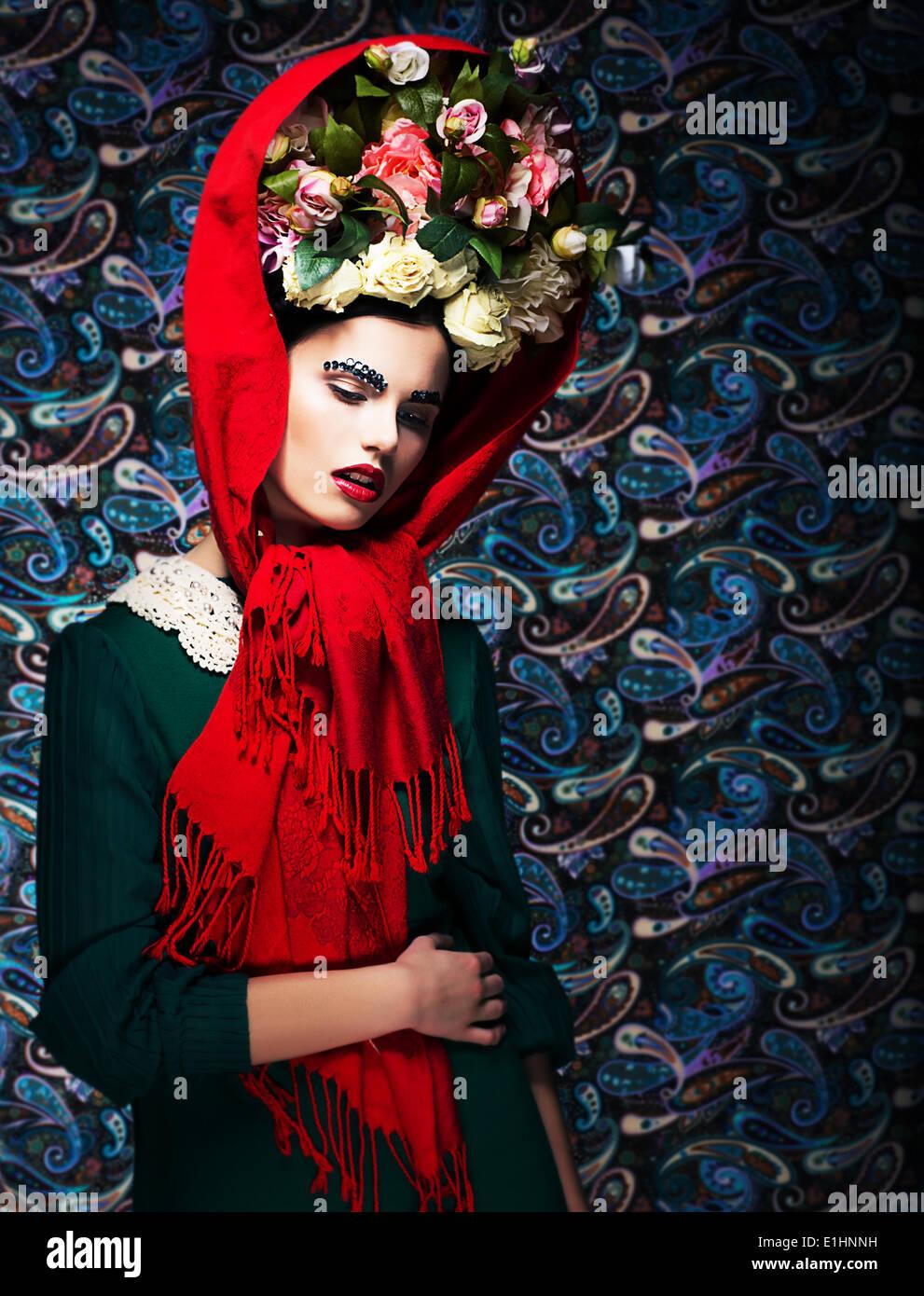 Mädchen. Zärtlichkeit. Verträumte faszinierende Frau mit Blumen. Renaissance Stockbild