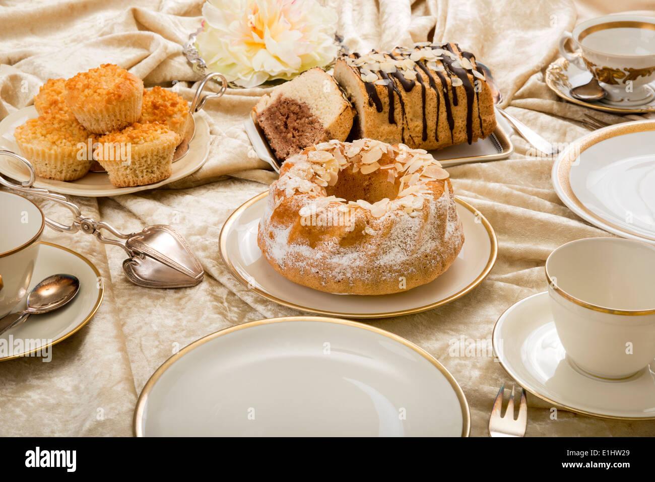 variationen der italienischen mandel kuchen auf gedeckten kaffee tisch stockfoto bild 69848977. Black Bedroom Furniture Sets. Home Design Ideas