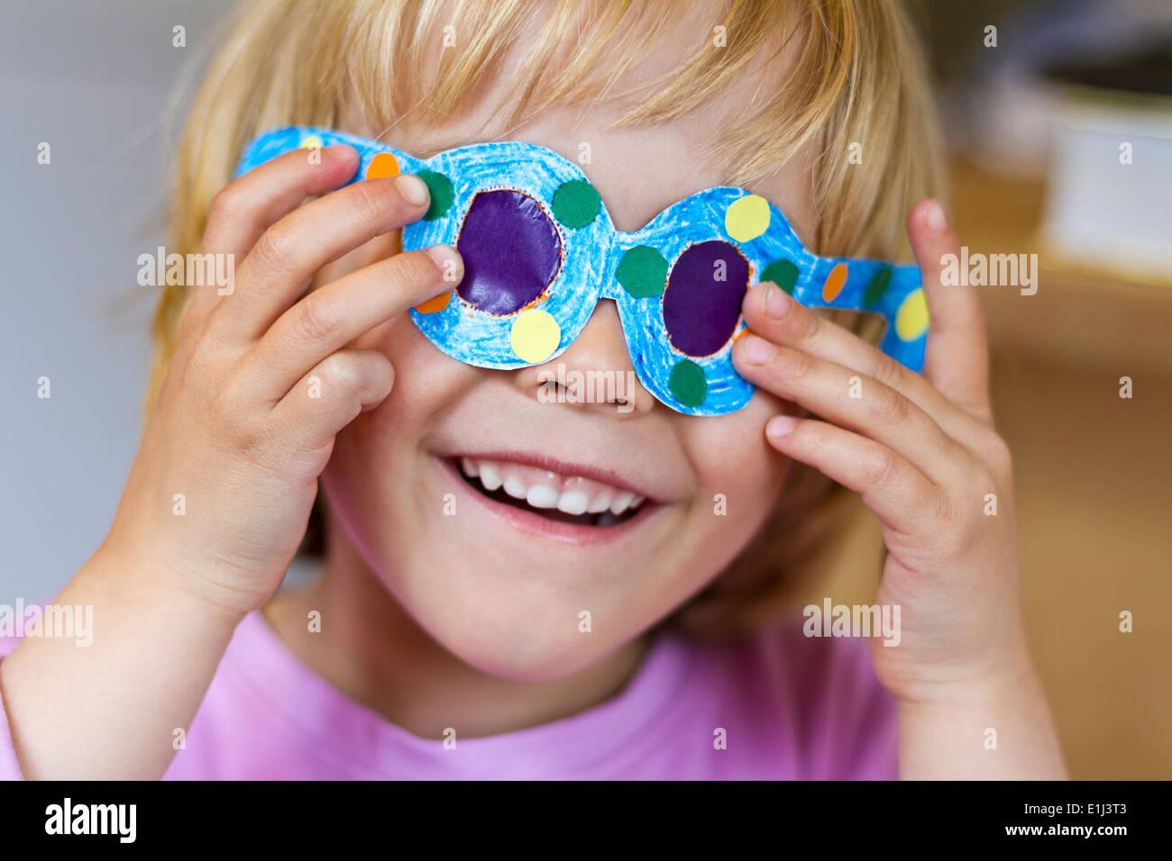 madel mit brille beim selfmade