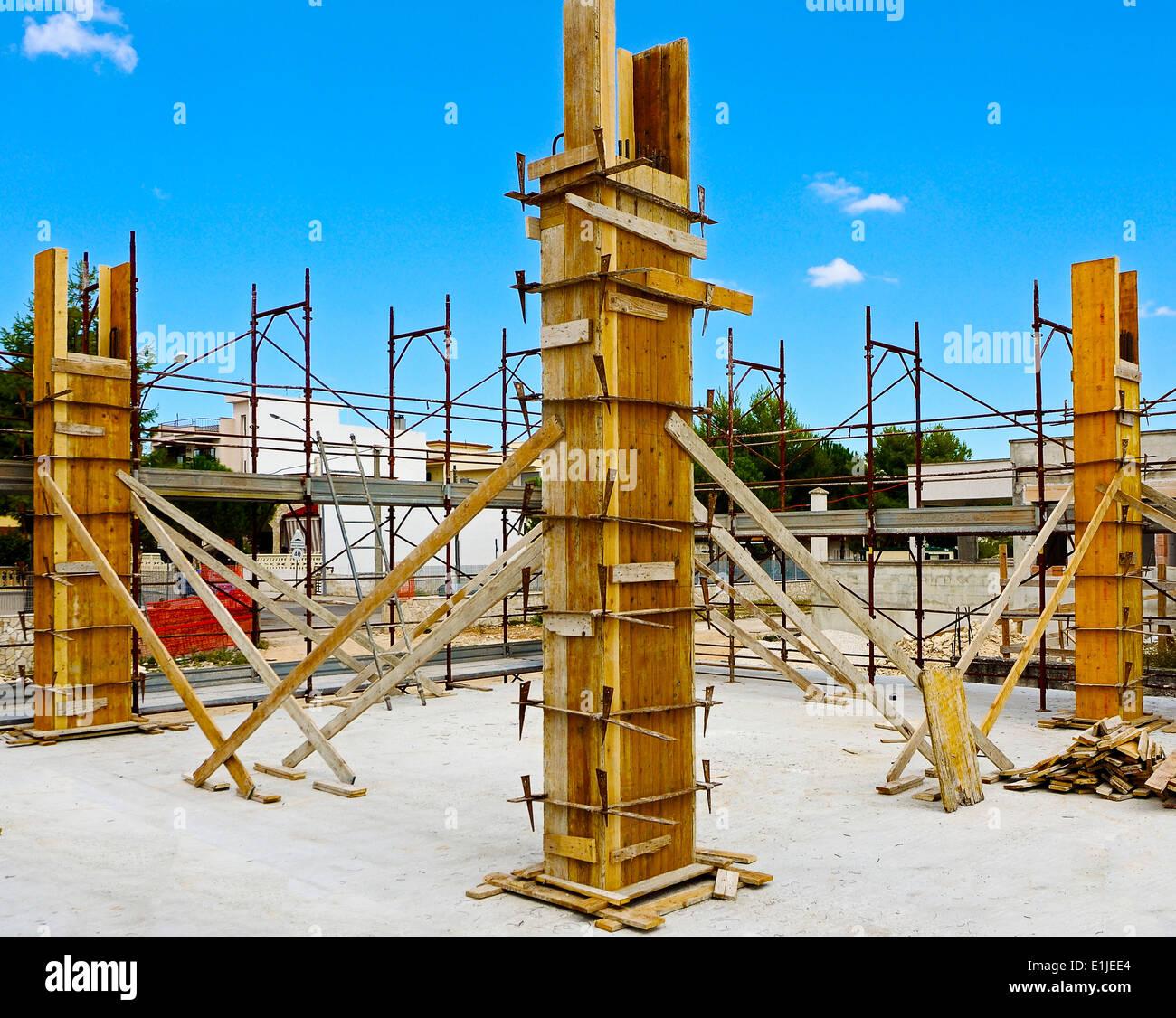 Baustelle - Zimmerei Betonkonstruktion Schalung für Säulen bereit ...