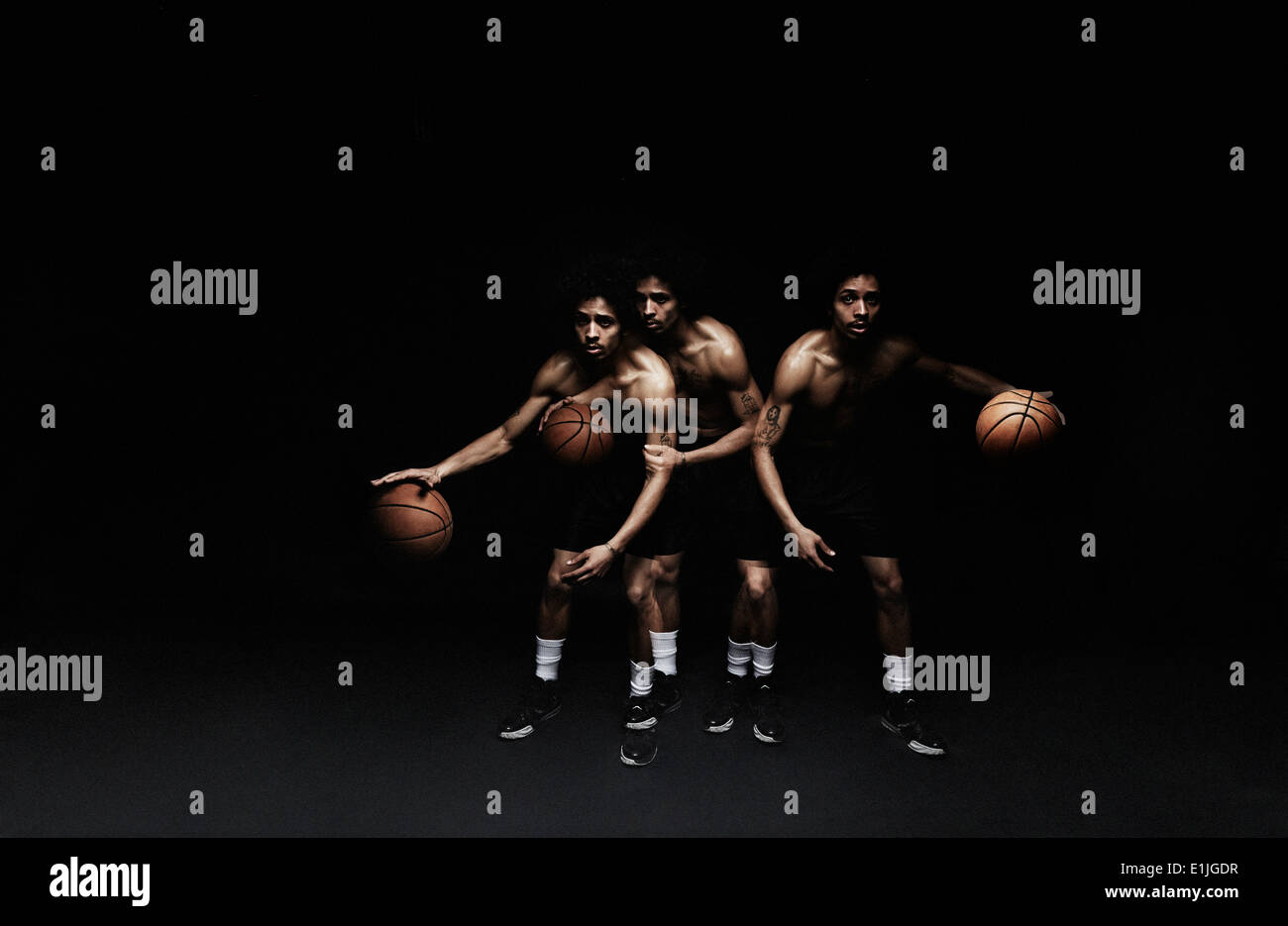 Basketball-Spieler Basketball spielen Stockbild