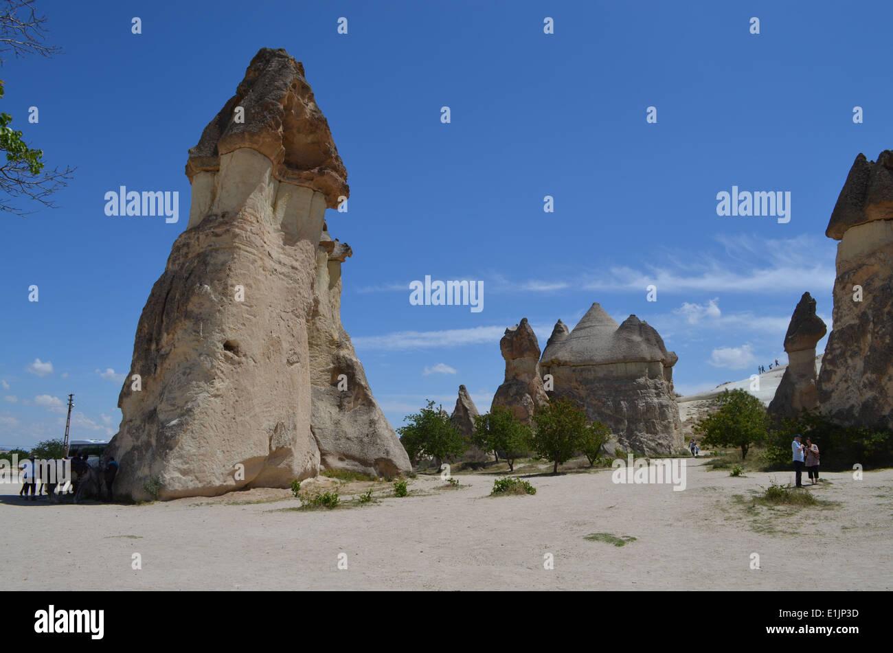 Kappadokien, Türkei. Seltsame Landsof Märchen mit einer Kappe aus Basalt, die sich, verursacht durch zwei Vulkane, Erciyes & Hasan erneuert Stockbild