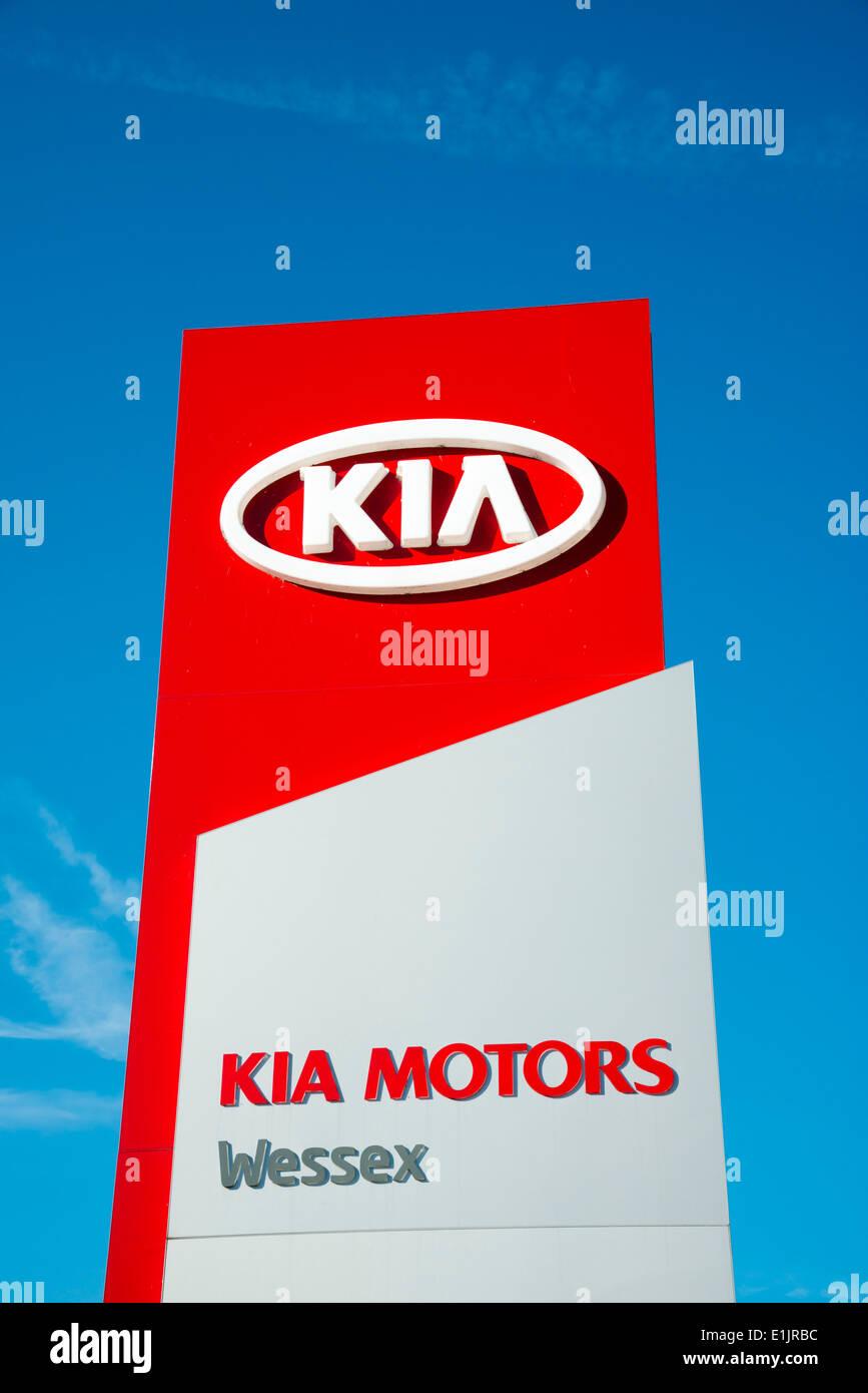 KIA Motoren Zeichen bei einem Autohändler, UK. Stockbild