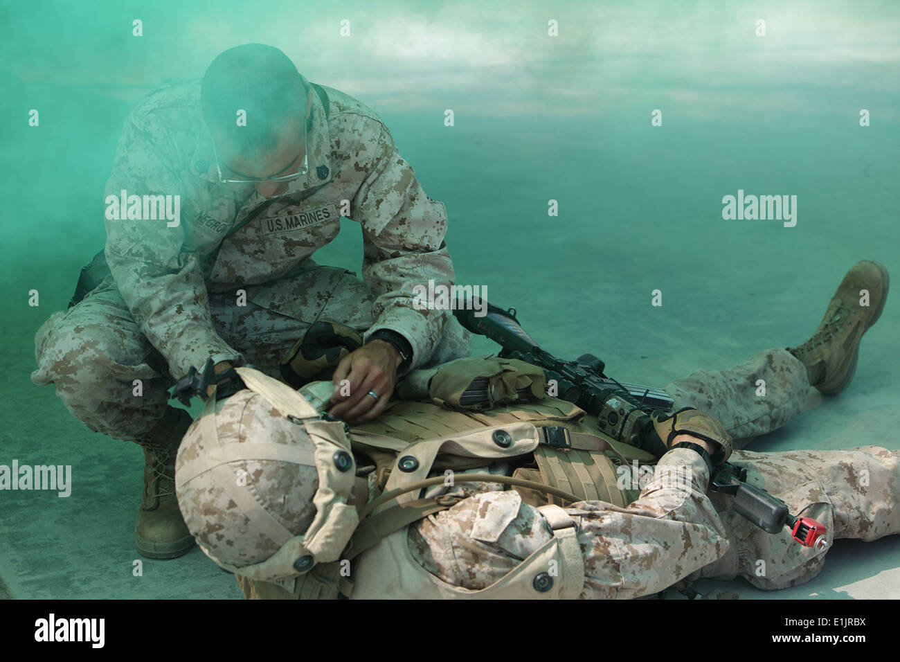 US Marine Corps Staff Sgt Alfred Negron II, mit Alpha Company, 7th Engineer Support Battalion, 1st Marine Logistics Stockbild
