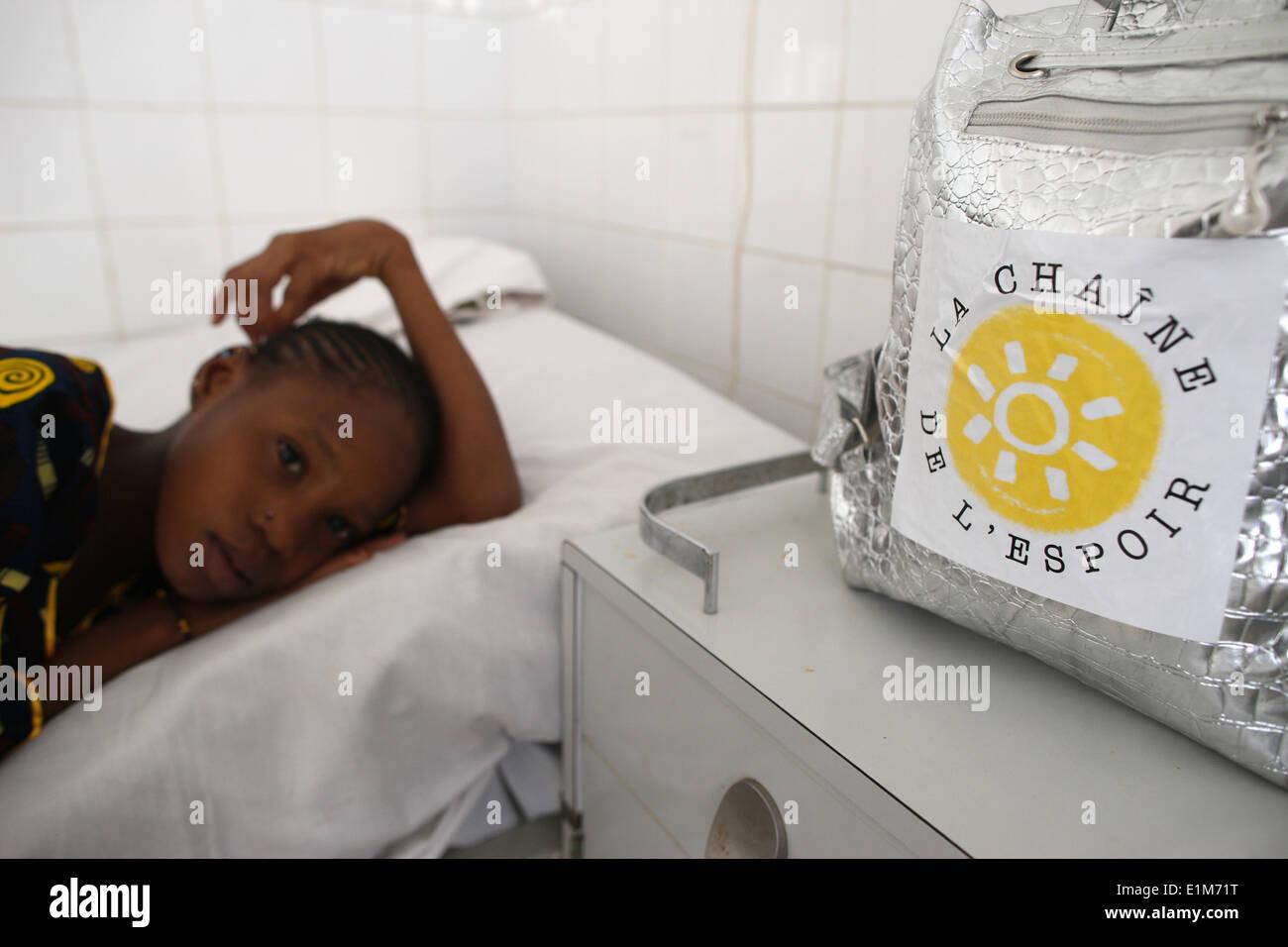 Kind in einem afrikanischen Krankenhaus. Stockbild