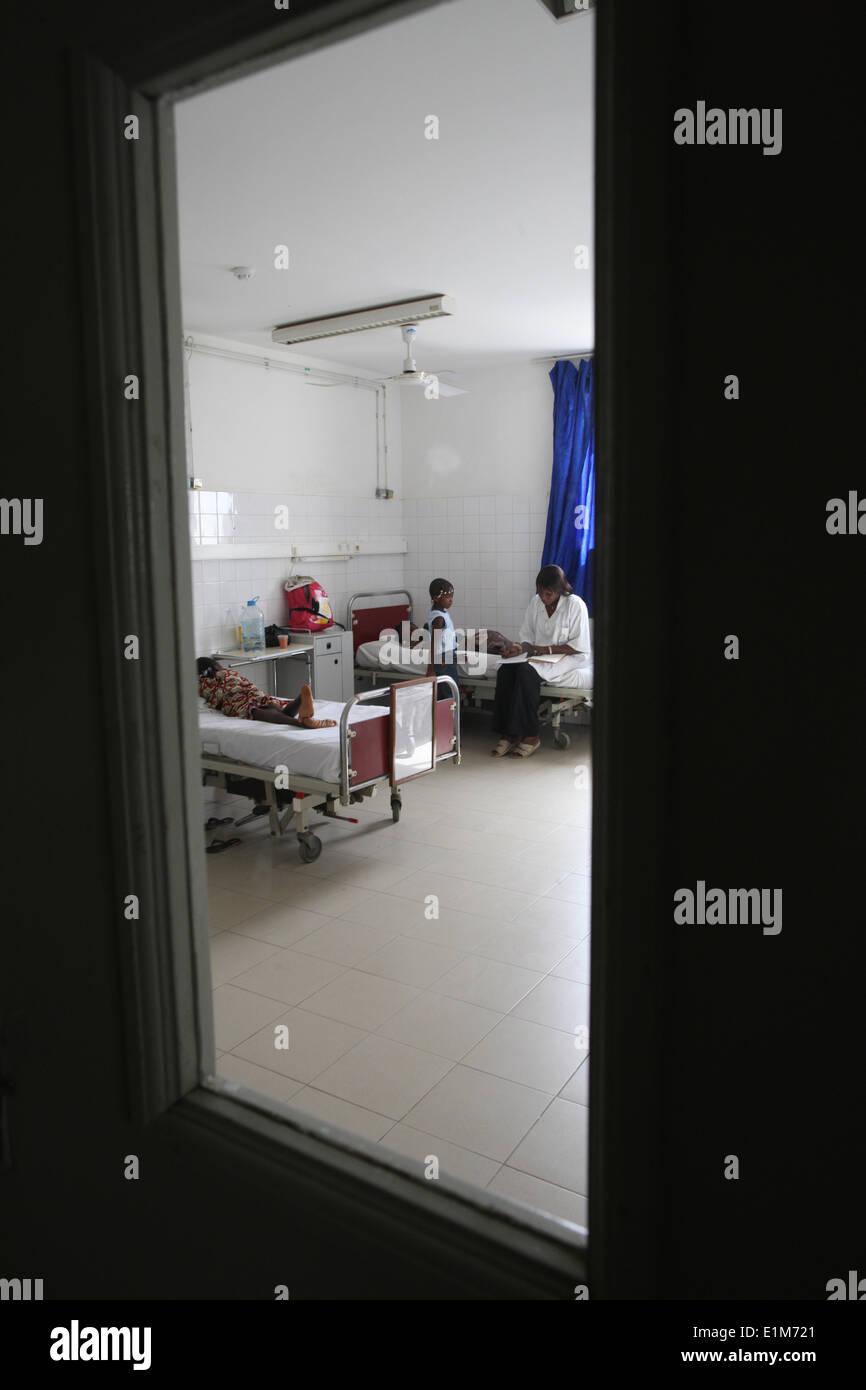 Zimmer in einem afrikanischen Krankenhaus. Stockbild