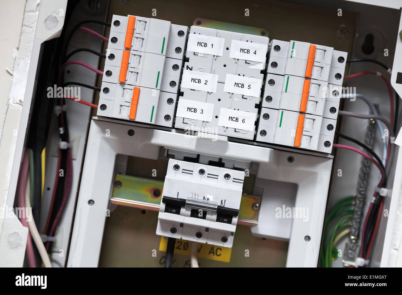 Fantastisch Elektrische Schalttafel Zeitgenössisch - Der Schaltplan ...