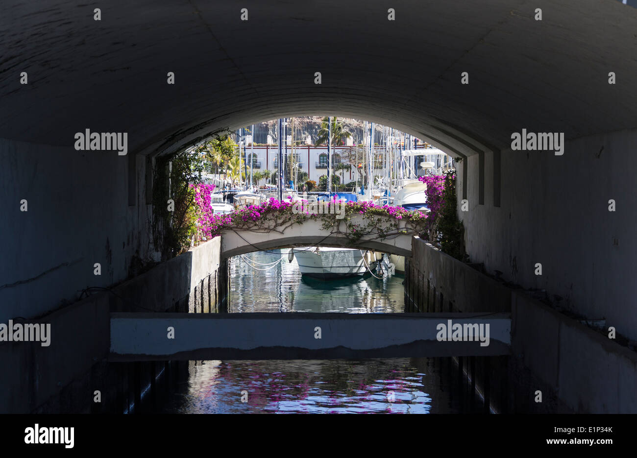 Tunnel-Kanal Puerto De Mogan Stockbild