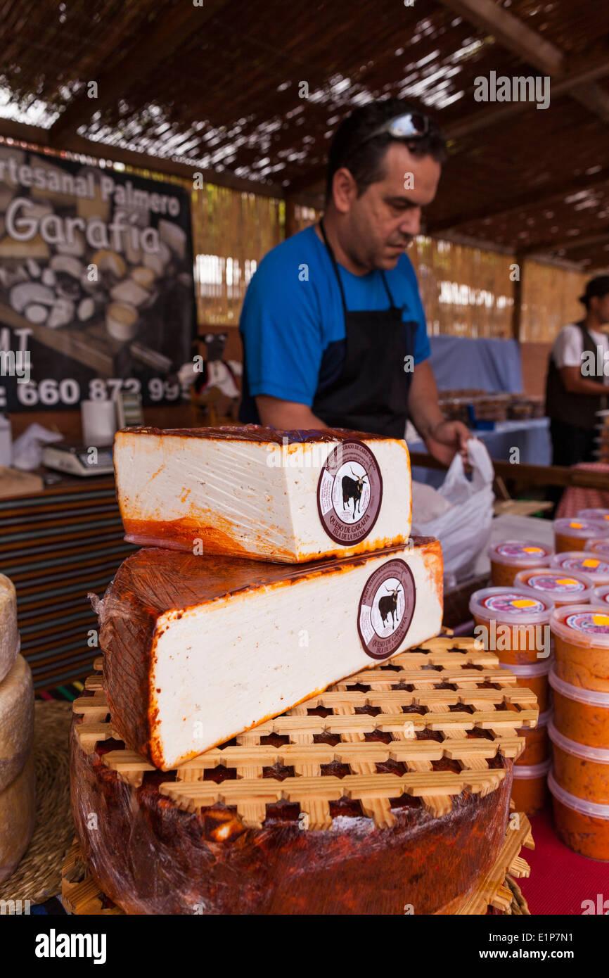Kanarische Ziegenkäse auf Verkauf zu einem Handwerk stand in Teneriffa, Kanarische Inseln, Spanien. Stockbild