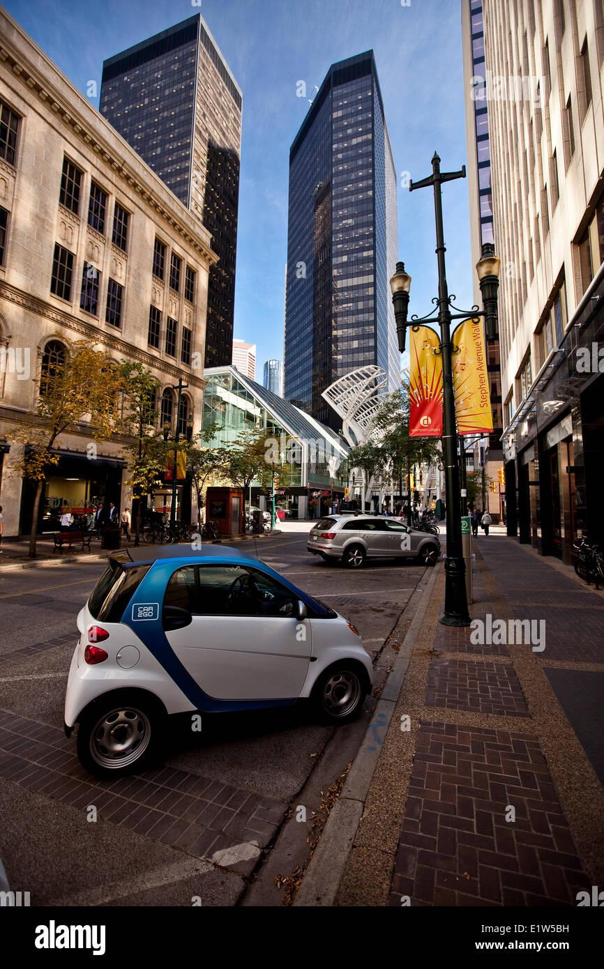 "Einzigartiges ""Car2Go"" Fahrzeug wo Kunde Fahrzeug zum Gebrauch holt abfällt am Bestimmungsort, wo Stockbild"