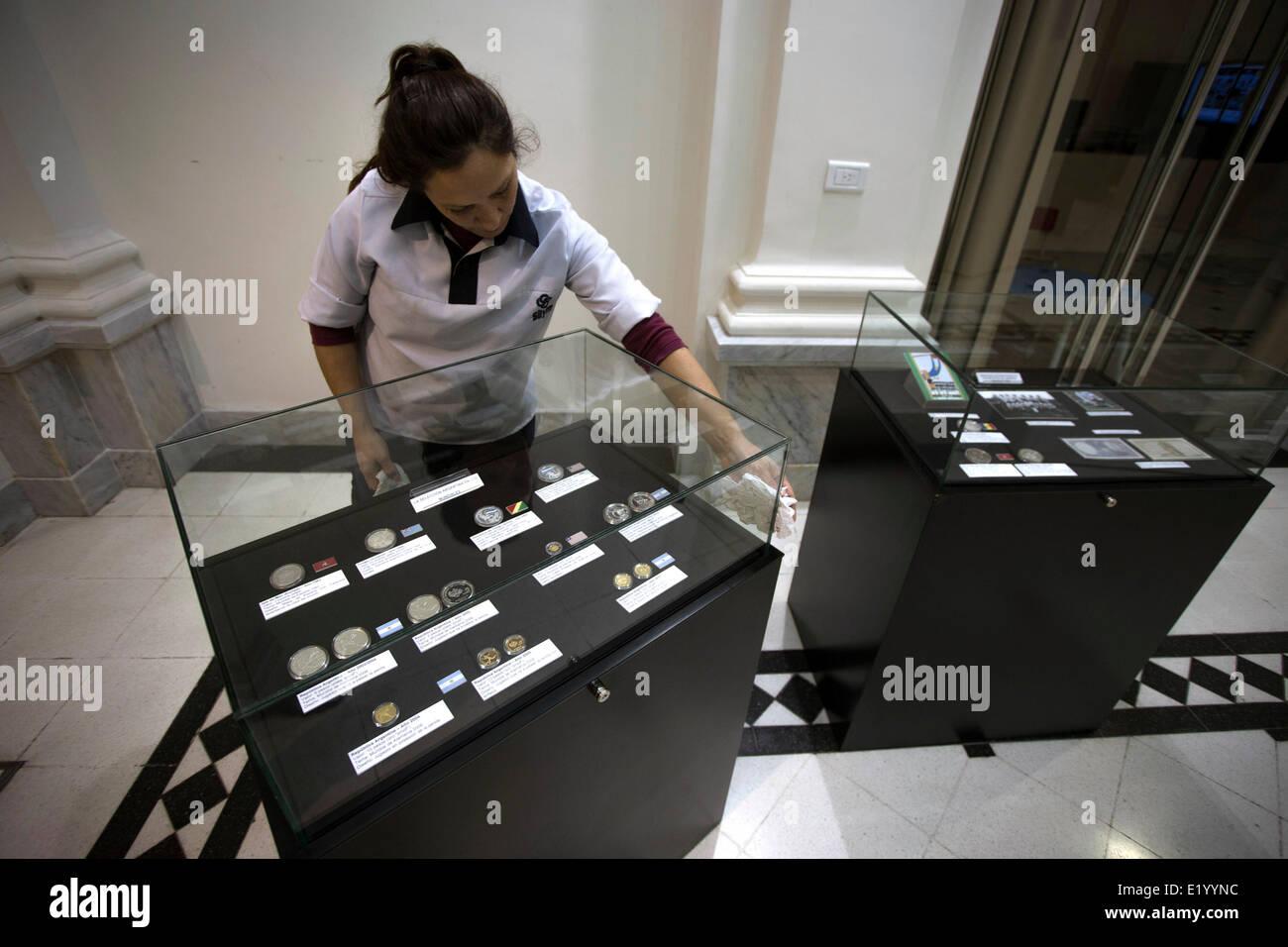 Buenos Aires Argentinien 11 Juni 2014 Ein Mitarbeiter Reinigt