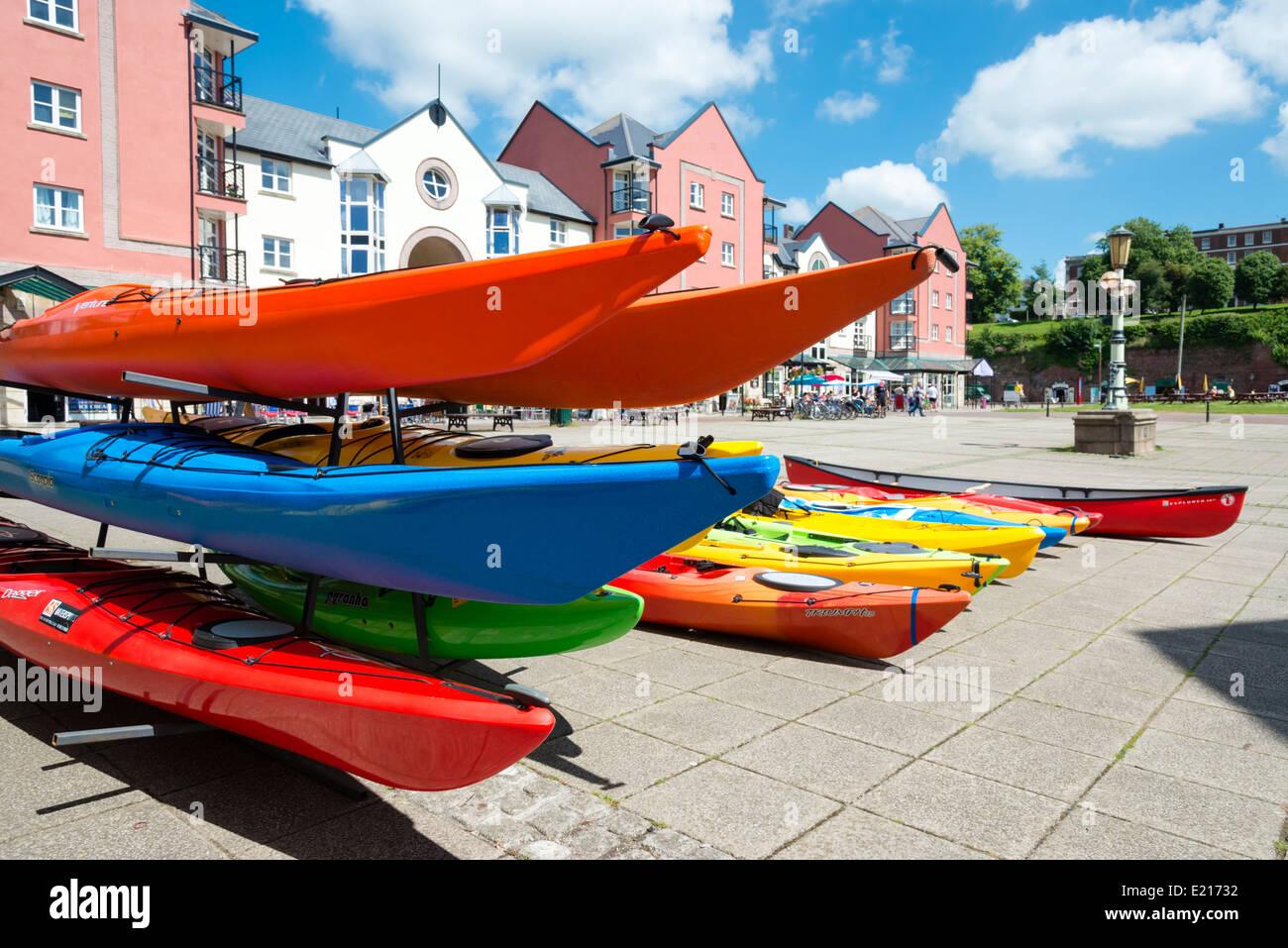 Kajaks zu mieten bei The Quay, Exeter, Devon, UK. Stockbild