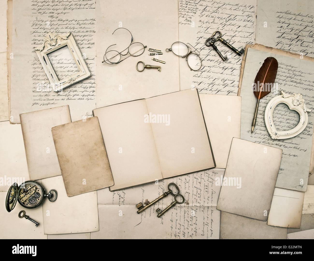 Vintage schreiben Accessoires, Brillen, Schlüssel, öffnen, Buch ...
